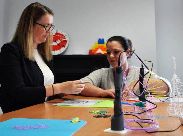 Kirsty Williams with 3D Pens